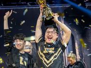 «Συνταξιοδοτήθηκε» ο διασημότερος παίκτης διαδικτυακών παιχνιδιών στην Κίνα (video)