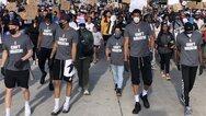 Δολοφονία Τζορτζ Φλόιντ: Σε πορεία τα αδέρφια Αντετοκούνμπο