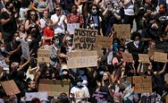 Τζορτζ Φλόιντ: Ογκώδης αντιρατσιστική διαδήλωση στο Λονδίνο
