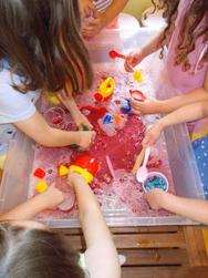 'Στου φεγγαριού την άκρη' - Ξεκινούν καλοκαιρινά δημιουργικά εργαστήρια για παιδιά!