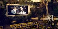 Η ταράτσα της Λέσχης Εκτός/Γραμμής Πάτρας μετατρέπεται σε θερινό σινεμά