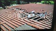 Λάρισα - Αεροσκάφος «ξήλωσε» σκεπή σπιτιού σε χωριό (video)