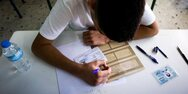 Πάτρα - Γονείς προς μαθητές για πανελλήνιες: «Η ζωή είναι μπροστά σας»