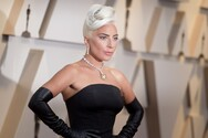 Η Lady Gaga ποζάρει χωρίς ίχνος μακιγιάζ (φωτο)