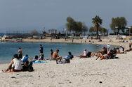 Κορωνοϊός: Πότε κολλάμε ευκολότερα; Στη ζέστη ή στη λιακάδα;
