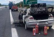 Αυτοκίνητο «λαμπάδιασε» στην Αθηνών - Λαμίας