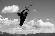 Στο Δρέπανο της Πάτρας οι kitesurfers κάθε απόγευμα χαρίζουν θέαμα (φωτο)