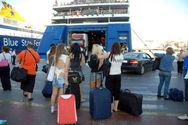 Αυξημένη η κίνηση στο λιμάνι του Πειραιά για τα νησιά