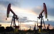 Πέφτει ξανά η τιμή του αργού πετρελαίου
