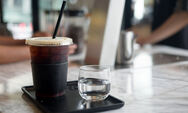 Γιατί ο κρύος και ο ζεστός καφές έχουν μια διαφορετική γεύση