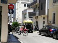 Πάτρα: 'Φράκαρε' ασθενοφόρο του ΕΚΑΒ στον δήθεν πεζόδρομο της Κανάρη!
