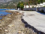 ΟΙ.ΚΙ.ΠΑ.: 'Η ρίψη βράχων δεν είναι λύση για τους δρόμους που τρώει η θάλασσα'!