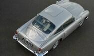 Η Aston Martin του James Bond κυκλοφορεί και οπλοφορεί (video)