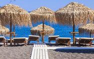 Δυτική Αχαΐα: Tους φόρεσαν βραχιολάκια για επιπλέον ξαπλώστρες και ομπρέλες στην παραλία