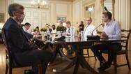 Σύσκεψη στο Μαξίμου για τον κορωνοϊό: 'Έλεγχοι παντού'