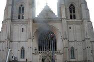 Γαλλία: Στις φλόγες ο ιστορικός καθεδρικός ναός της Νάντης (φωτο)