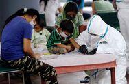 Ινδία: Ένας στους τέσσερις κατοίκους του Δελχί έχει περάσει κορωνοϊό