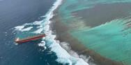 Τάνκερ μήκους 300 μέτρων κόλλησε σε ύφαλο στον Ινδικό Ωκεανό (video)