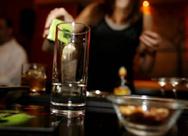 Κορωνοϊός: Τέλος οι όρθιοι στα μπαρ