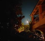 Η εντυπωσιακή πανσέληνος του Αυγούστου 'στόλισε' τον ουρανό της Πάτρας! (pics)