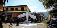 Βίντεο: Η στιγμή που το αεροπλάνο πέφτει στην πλατεία στις Σέρρες