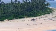 Ναυαγοί σε νησί του Ειρηνικού εντοπίστηκαν από το τεράστιο SOS που έγραψαν στην άμμο