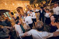 Ζευγάρι στον Τύρναβο έστησε γλέντι παρά τα μέτρα για τους γάμους