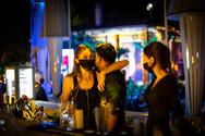 Πρόστιμα και λουκέτα σε μπαρ στην Κρήτη