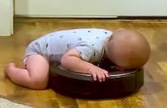 Μωρό χαλαρώνει κάνοντας σβούρες (video)