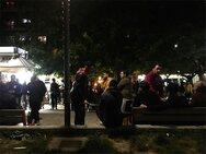 Κορωνοϊός: Τα μπαρ έκλεισαν τα μεσάνυχτα και ο κόσμος βγήκε στις πλατείες
