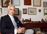Ο Χρίστος Λιάπης αποχαιρετά τον Δήμαρχο Φαρκαδώνας Γιάννη Σακελαρίου