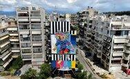 O Jay Kaes την ώρα της δημιουργίας - Παρέδωσε μια χρωματιστή τοιχογραφία στην Πάτρα (video)