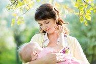 Κορωνοϊός και θηλασμός: Μεταδίδεται με το μητρικό γάλα;