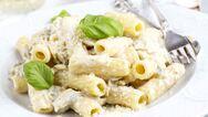 Η τέλεια συνταγή για πένες με σάλτσα γιαουρτιού