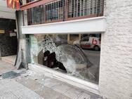 Πάτρα: Ι.Χ. «καβάλησε» πεζοδρόμιο στη Μαιζώνος, στο ύψος του Αρσακείου (φωτο)
