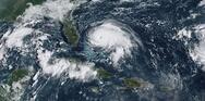 Έξι νεκροί και μεγάλες καταστροφές από τον τυφώνα Λόρα (video)