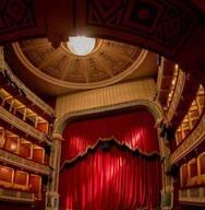 Η θεατρική ομάδα Βιομηχανική συλλέγει μαρτυρίες για την παράσταση 'Πάτρα, η πόλη των εργοστασίων, του ρεμπέτικου και του Καραγκιόζη'