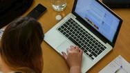 Πόση ώρα επιτρέπεται να μένουν οι μαθητές Δημοτικού μπροστά από υπολογιστές και τηλεοράσεις