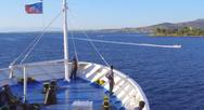 Με βεγγαλικά και συριγμούς ο χαιρετισμός του πλοίου Apollon Hellas (video)