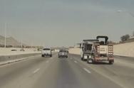 Tesla αποφεύγει σύγκρουση σε αυτοκινητόδρομο (video)