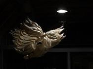 Εκ-Μαγεία: Μια πολυμορφική εγκατάσταση που μετουσιώνει το πνεύμα του Καρναβαλιού σε μήτρα δημιουργίας, μεταμόρφωσης και ζωής