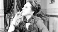 Μία σπάνια φωτογραφία της σπουδαίας ηθοποιούΜαίρης Αρώνη