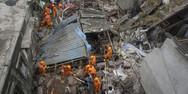 Ινδία: Σε 35 αυξήθηκε ο αριθμός των νεκρών από την κατάρρευση κτιρίου