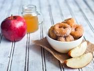Συνταγή για αφράτα ντόνατ με μήλο