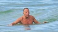 Μπρους Σπρίνγκστιν - Εντυπωσιάζει στην παραλία στα 71 του (video)