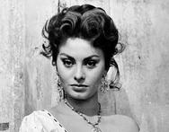 Όταν η Sophia Loren μάθαινε παραδοσιακούς χορούς στην Ελλάδα! (φωτο)