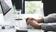 Υποχρεωτική τηλεργασία: Mέχρι πότε παρατείνεται το μέτρο και ποιους εργαζόμενους αφορά