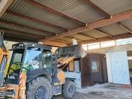Πάτρα: Συνεργεία του Δήμου προχώρησαν στον καθαρισμό του παλαιού κτιρίου στον Μόλο της Αγ. Νικολάου (φωτο)