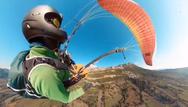 Πετώντας πάνω από την Πάτρα με το παραπέντε - Δείτε βίντεο
