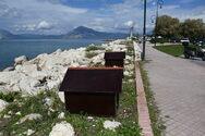 Πάτρα: Άγνωστοι αφαίρεσαν από το Νότιο Πάρκο 5 σπιτάκια για αδέσποτα